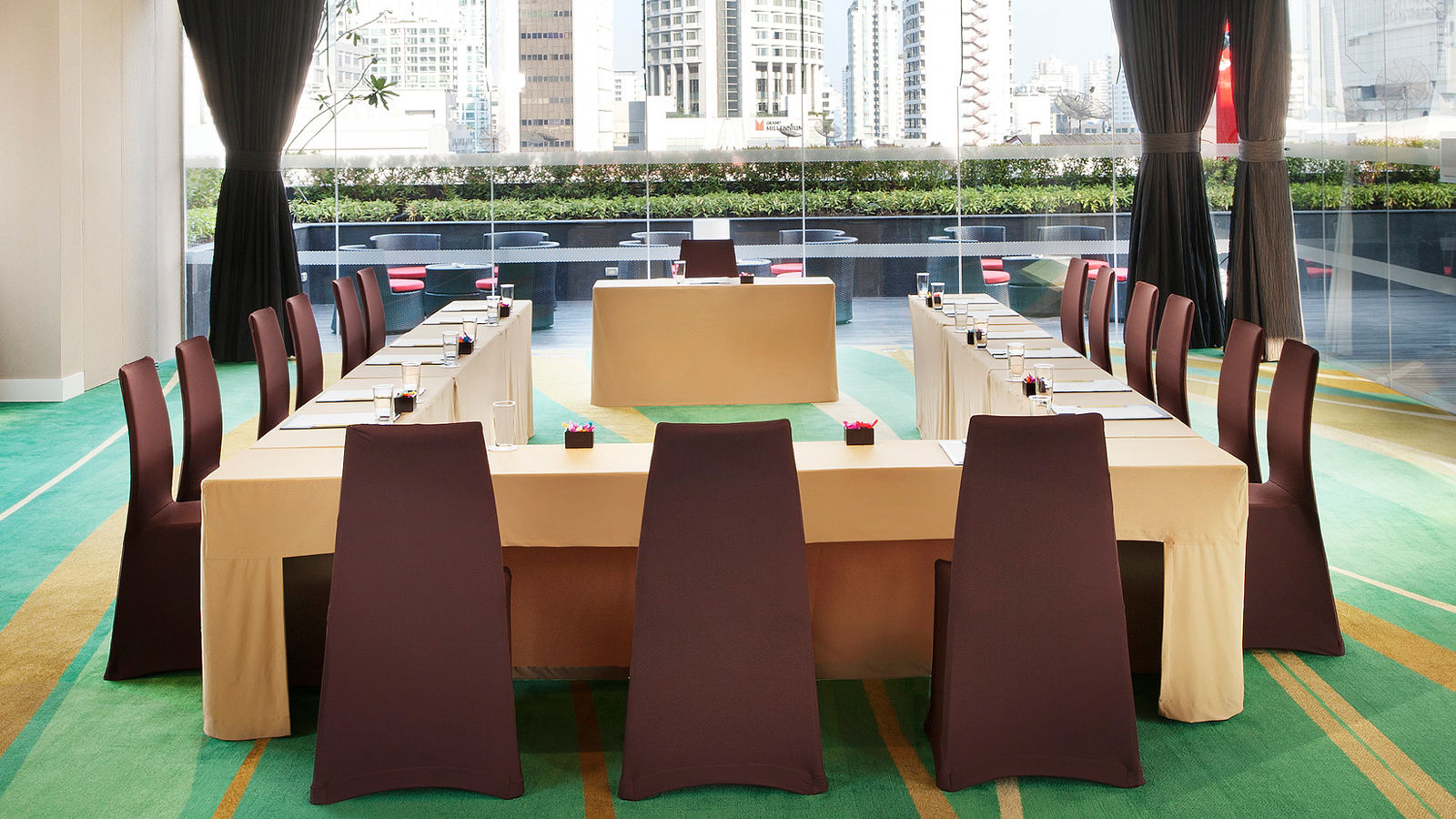 Four Points by Sheraton Bangkok, Sukhumvit 15 - Breeze