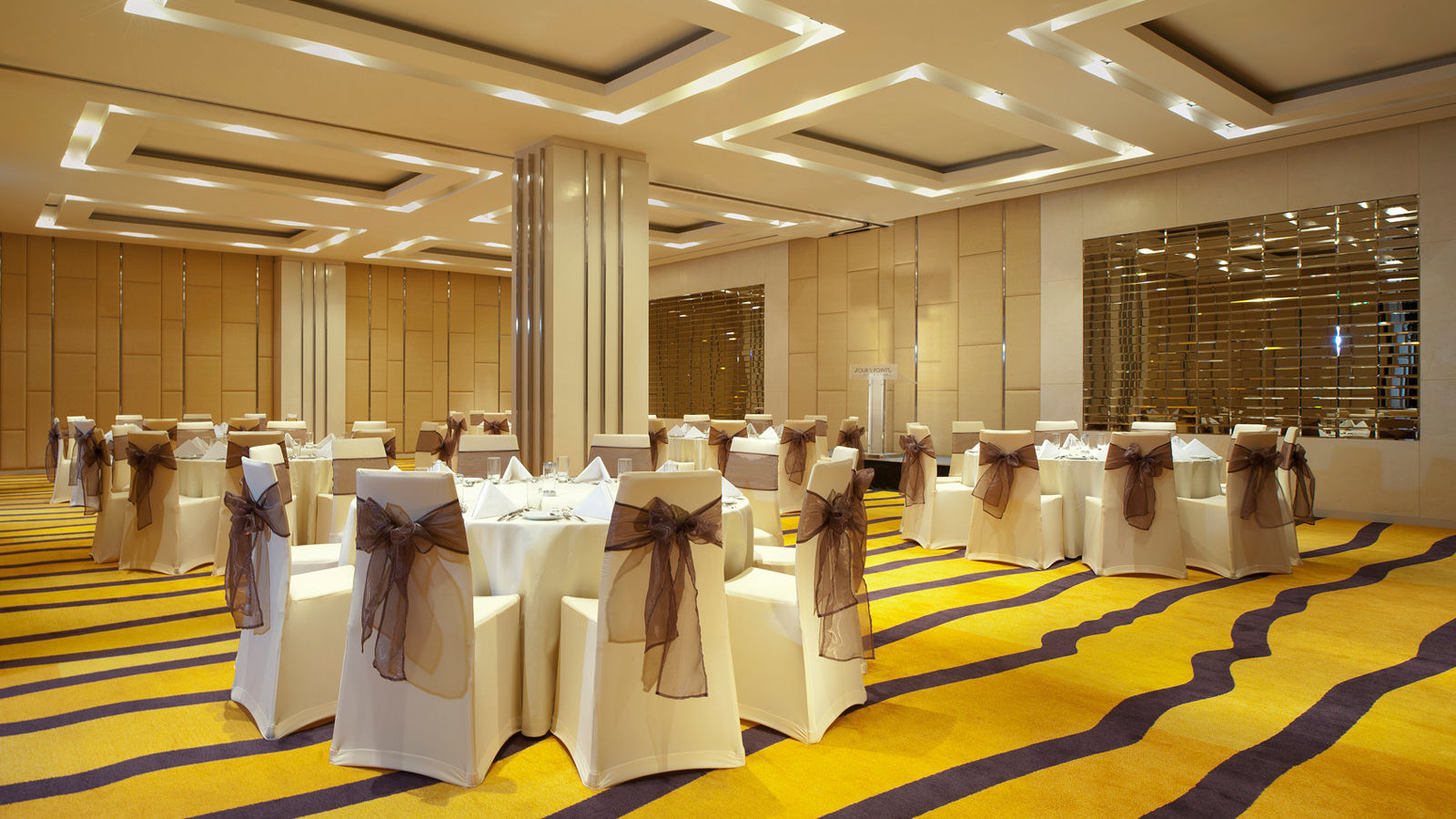 Four Points by Sheraton Bangkok, Sukhumvit 15 - Phinwheel