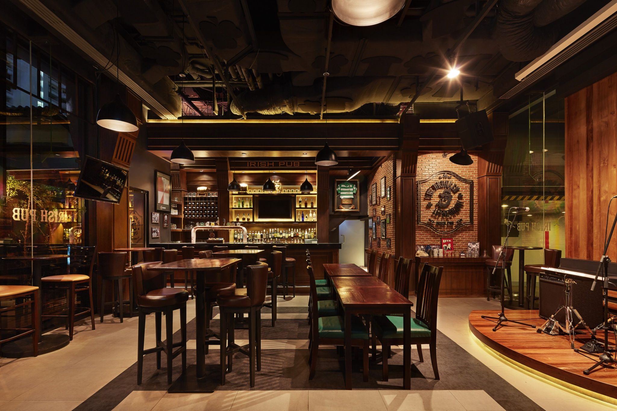 Four Points by Sheraton Bangkok, Sukhumvit 15 - The Drunken Leprechuan